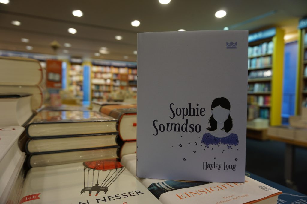"Hayley Long: ""Sophie Soundso"""