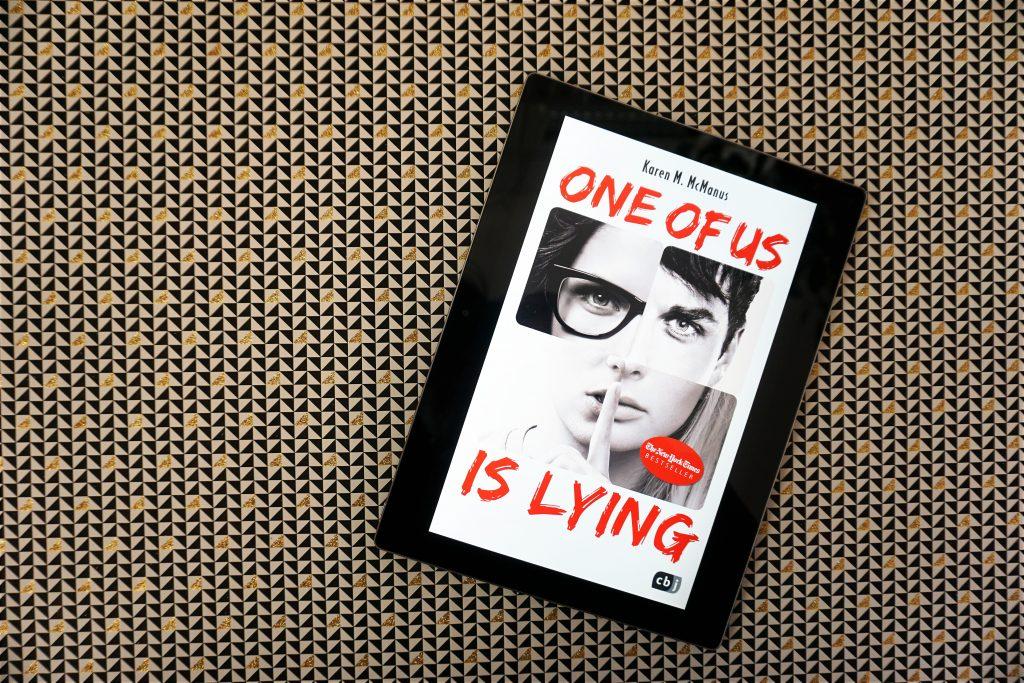 "Karen M. McManus: ""One of us is lying"""